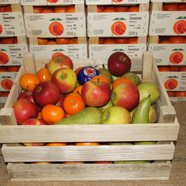 Obstkiste Standard - Lieferfertig: 4 kg Premium-Äpfel, 3 kg Birnen, 2 kg Südfrüchte
